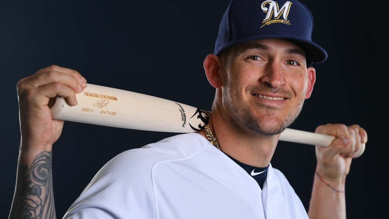 Former Brewers catcher Yasmani Grandal signs record deal with Chicago White Sox