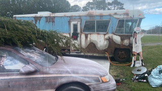 Rare car collector in Virginia Beach creates drive-thru 'Christmas Vacation' display