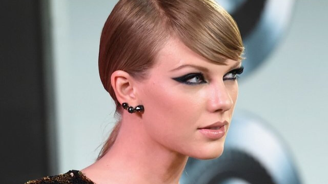 Taylor Swift donates money to fan's mother who is in a coma