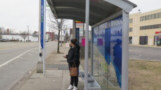 Heather_Taylor_at_bus_stop.JPG
