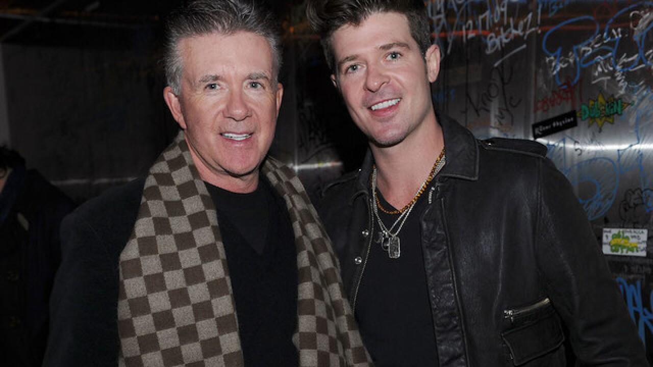 Robin Thicke gives emotional tribute to father