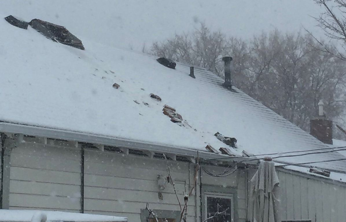 CHIMNEY TOPLED OVER BY WM FIRE 1203PM.JPG