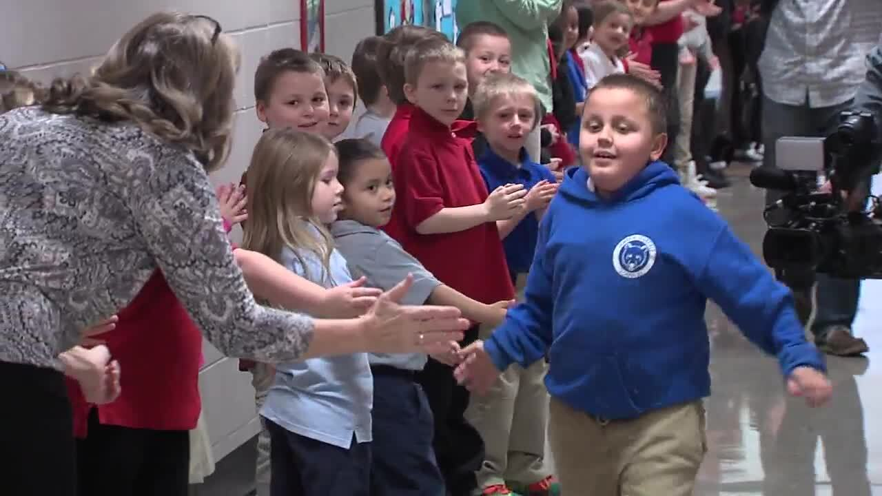 Indy 3rd grader gets warm welcome as he returns to school after kidney transplant