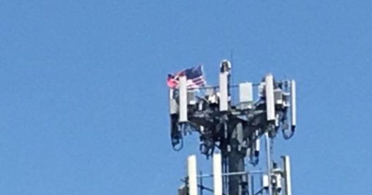 Half American, half Confederate flag spotted atop cell tower