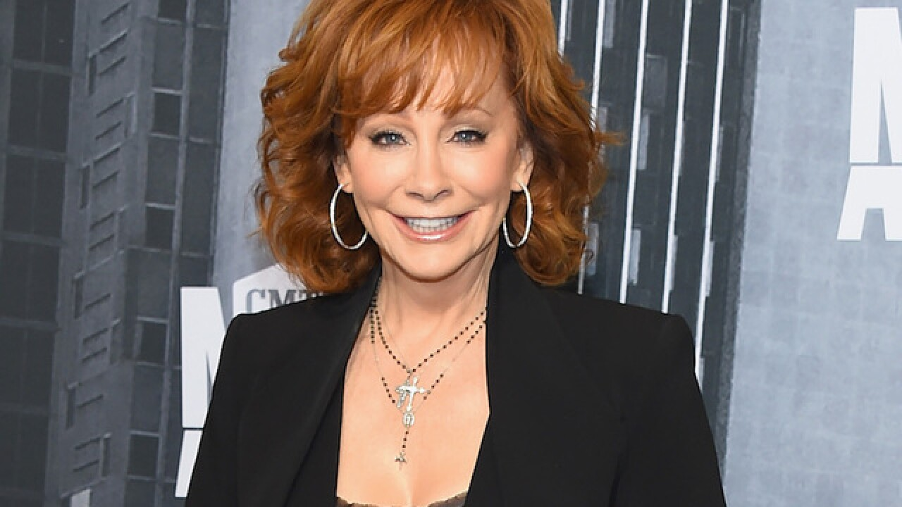 is reba mcentire dating anyone