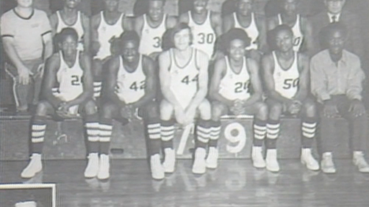1977: Evansville Purple Aces basketball team killed in plane