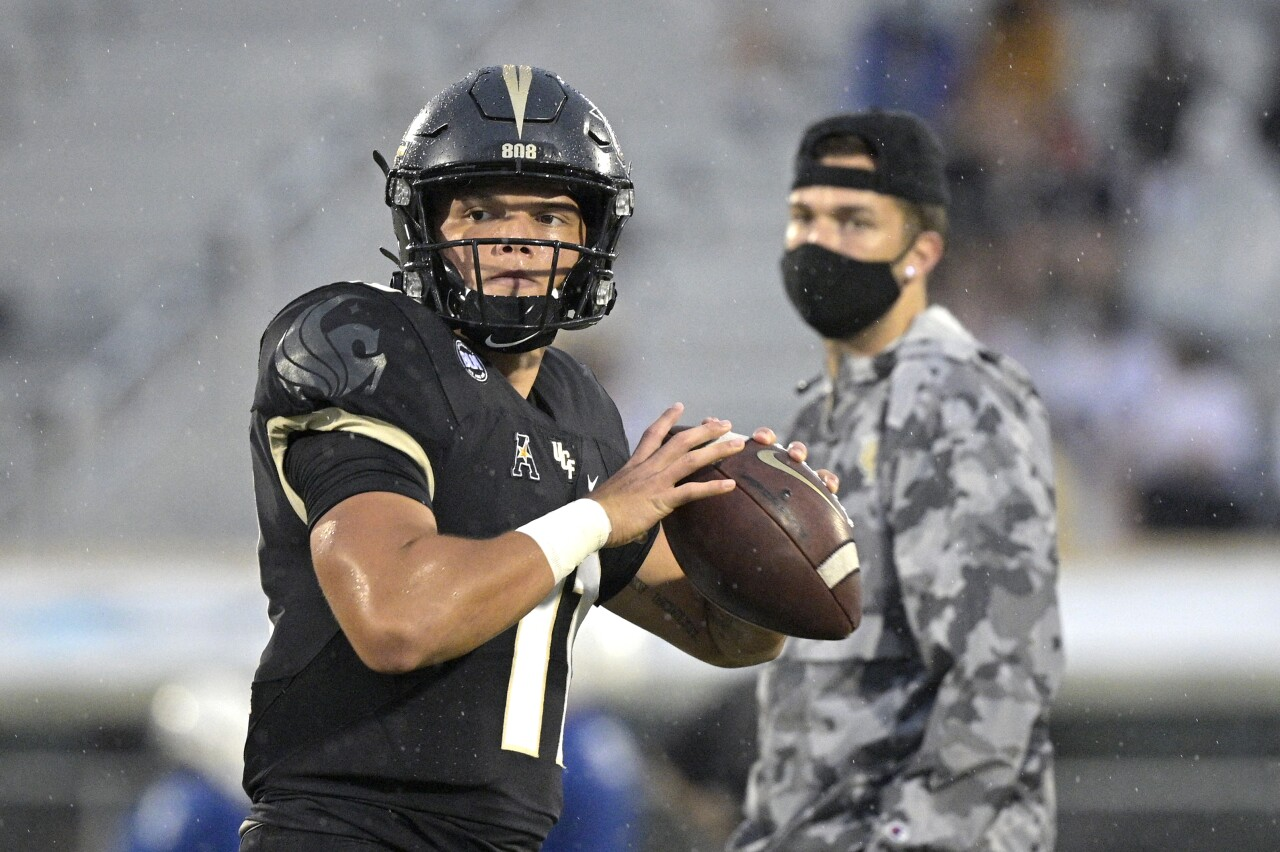UCF QB Dillon Gabriel warms up as McKenzie Milton watches in 2020