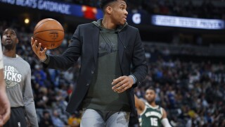 Giannis Antetokounmpo wins MVP for 2nd season in a row