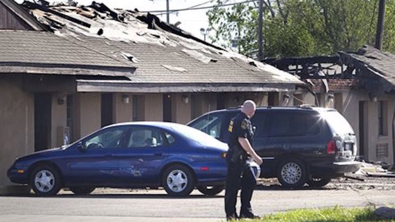 3 agents injured in motel shootout