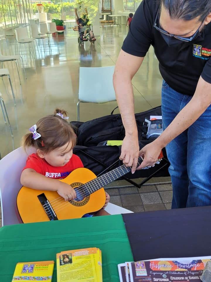 Ricardo Saeb wants to teach children how to play music with this free program