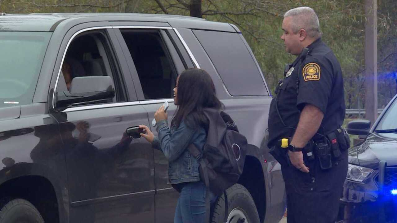 Portsmouth Police show students do's and don'ts when being pulledover