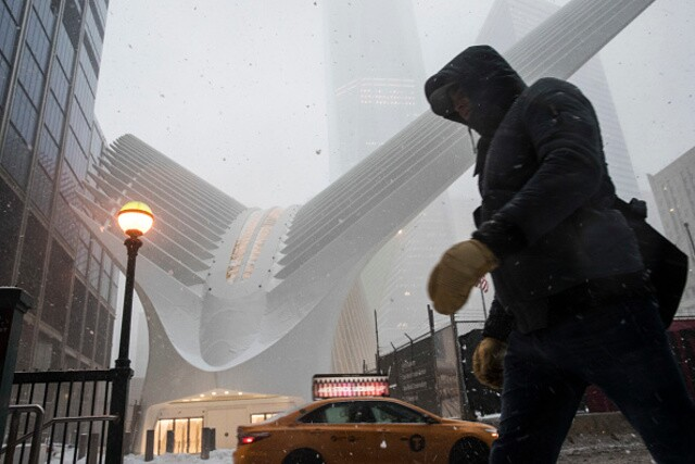 Blizzard buries east coast landmarks under bed of snow