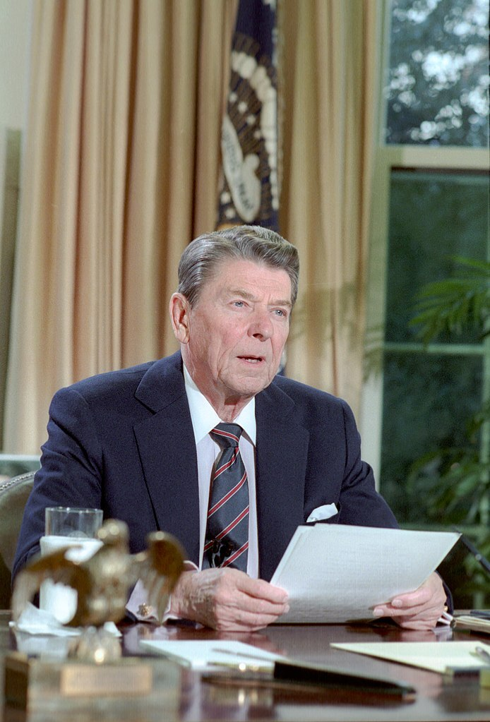 694px-President_Ronald_Reagan_speech_to_the_nation_on_the_space_shuttle_Challenger_in_oval_office.jpg