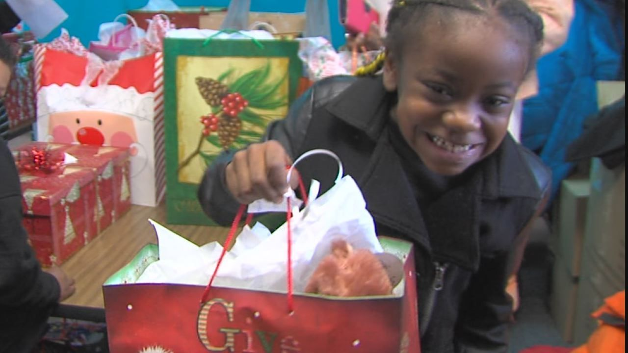 Communities in Schools program gives 100 gifts to elementary students