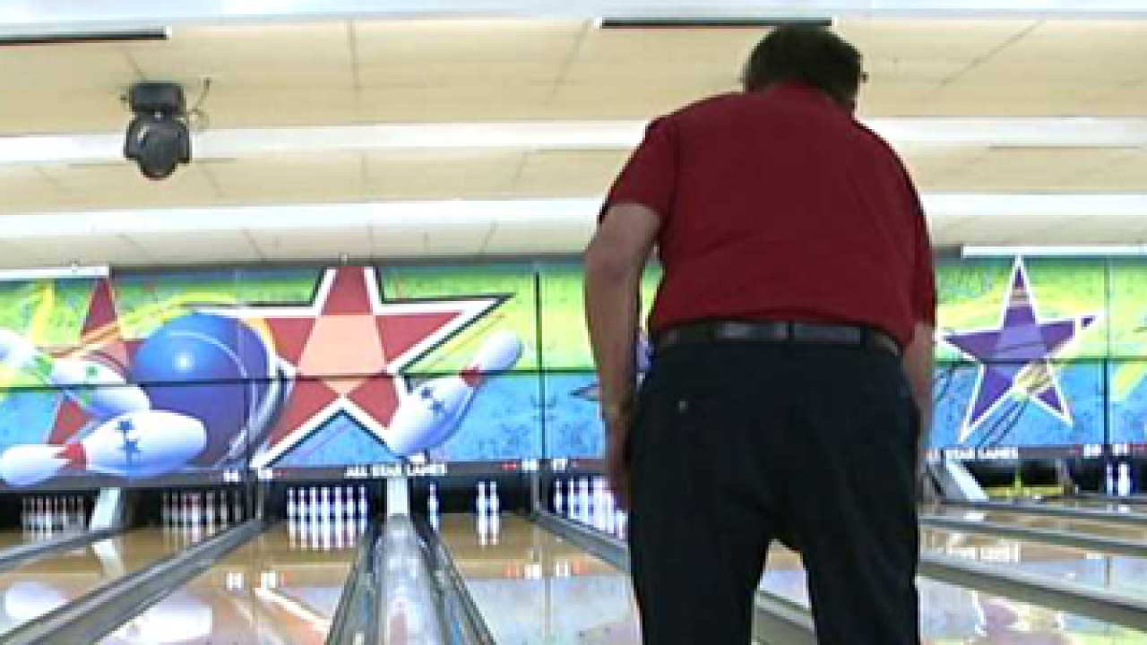 96-year-old man still hits the bowling lanes