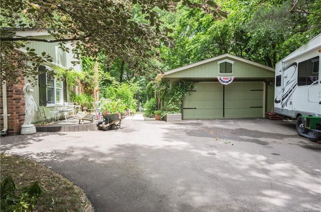 Photo gallery: Madonna's childhood home in Rochester Hills sells for $411K