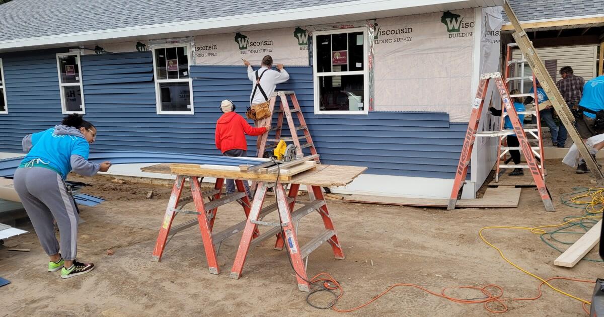 Veterans help build home for fellow veteran
