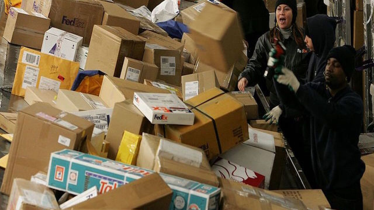Last minute shopper? Don't miss these shipping deadlines for your holiday packages