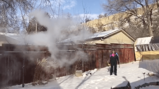 Video extra: Tossing boiling water into the freezing air