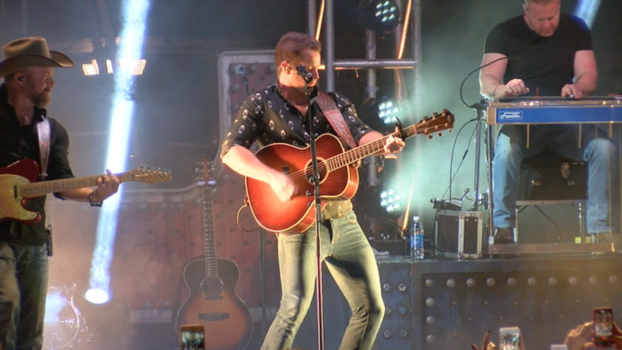 DANCE! Country's Easton Corbin Rocks AZ Festival