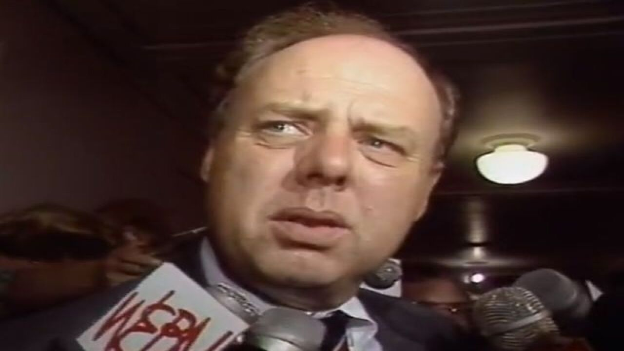 John Dowd is questioned by reporters in the hallway at the Hamilton County Courthouse in 1989.