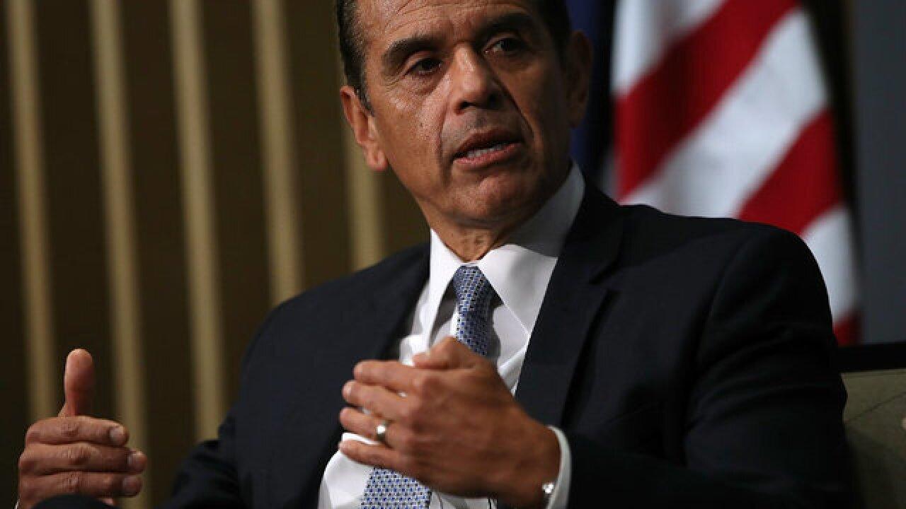 Governor hopeful Villaraigosa visits San Diego