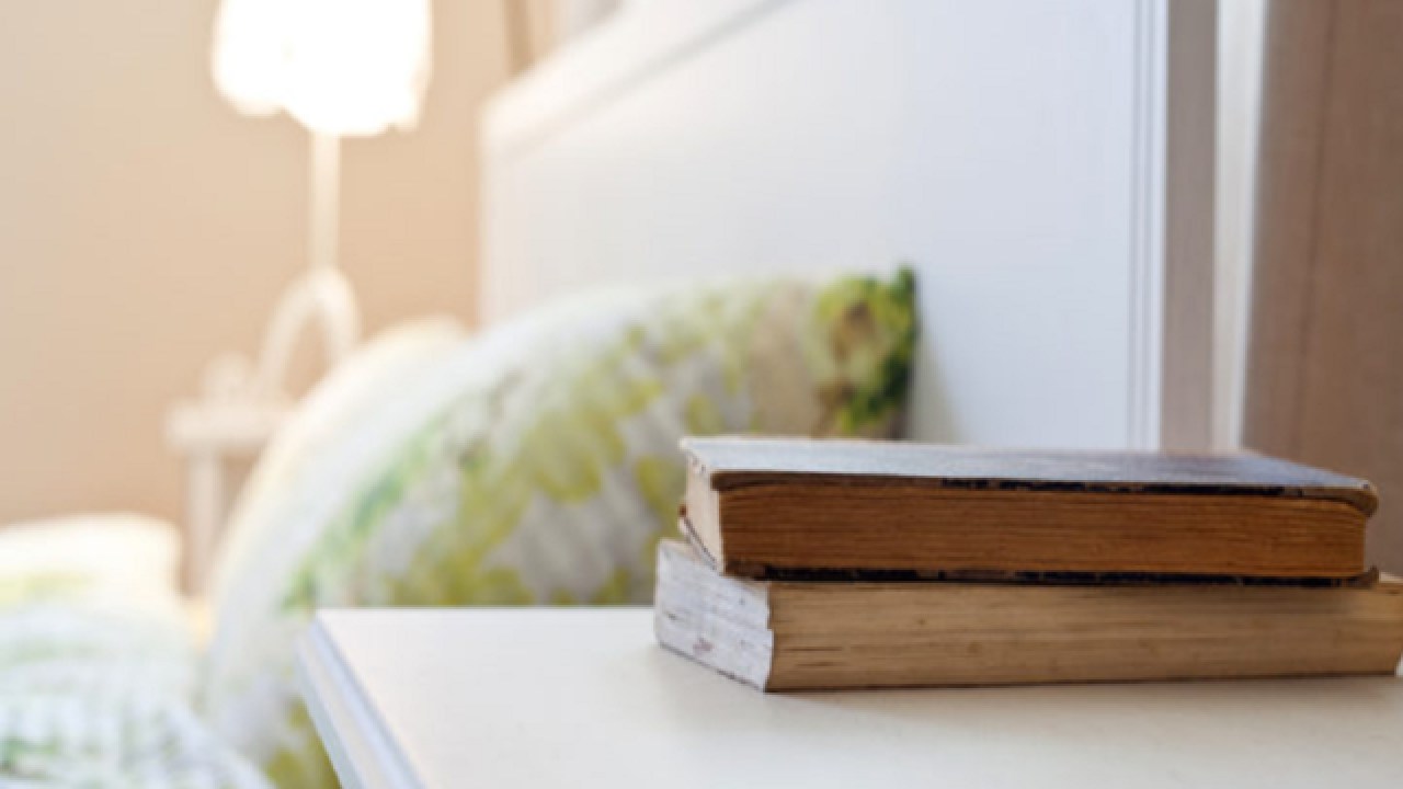 Trouble falling asleep? Six minutes of reading might be the simple answer