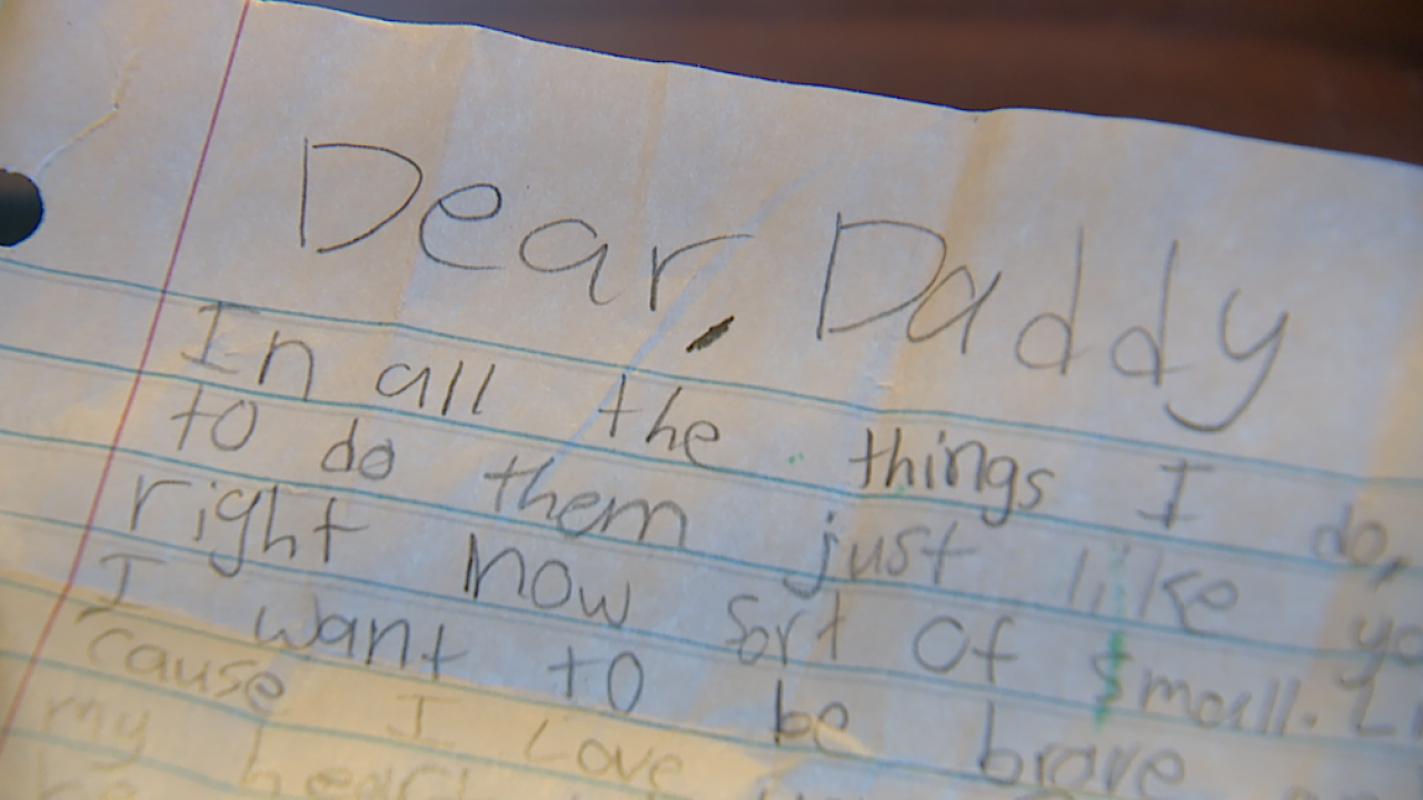 Stranger on mission to find girl's dad after locating heartfelt note at Denver airport