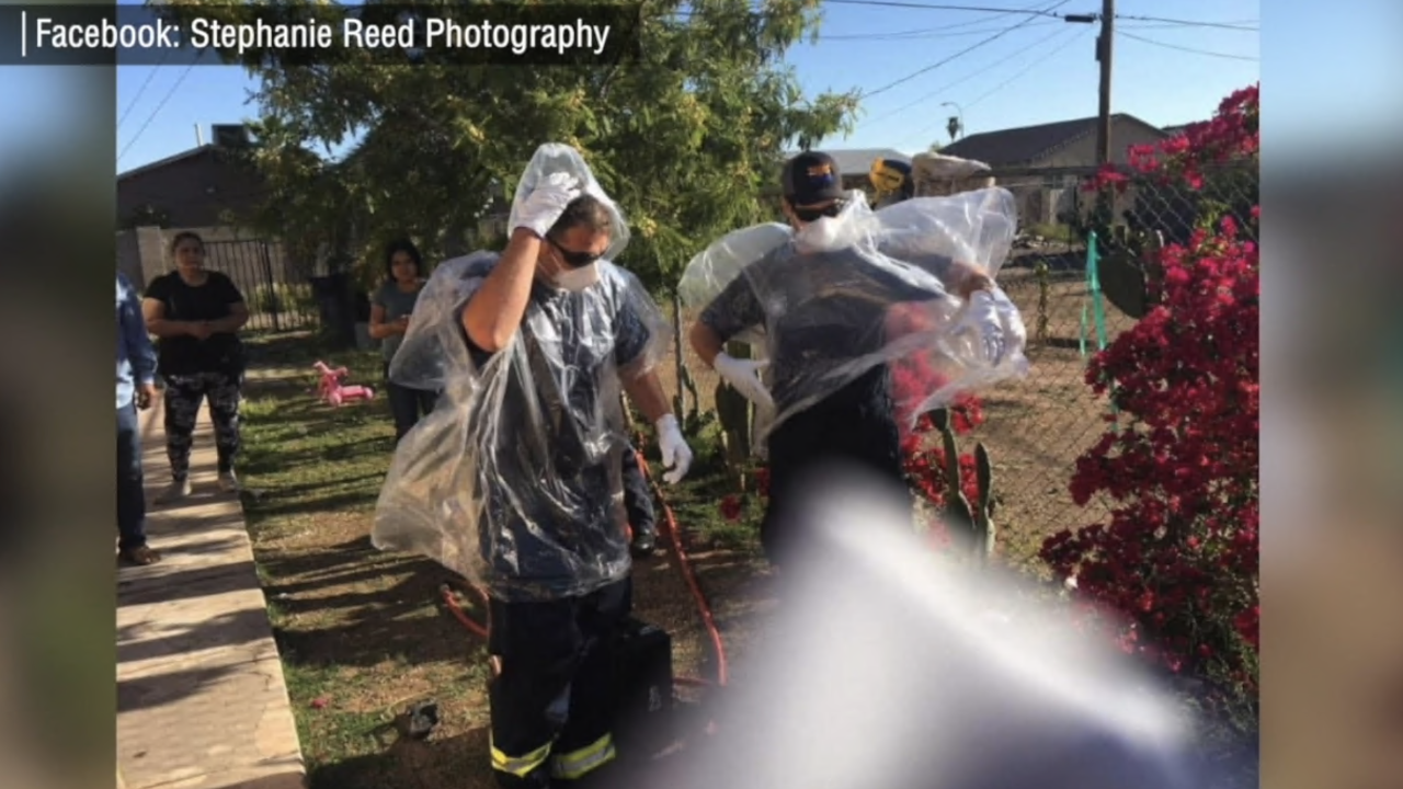 Rain ponchos used as PPE y Phoenix firefighters