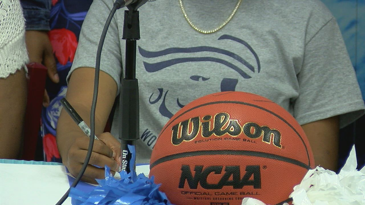 Gadsden County hoops star signs with Independence Community College