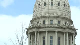 Whitmer, Senate agree on budget deal that bans vaccine mandates, local mask orders