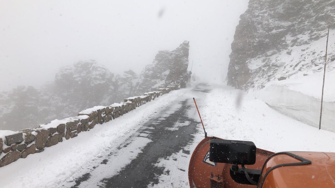 trail ridge road snow june 2019