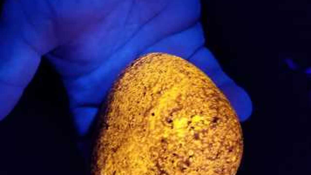 U.P. man discovers glowing rocks: 'Yooperlites'