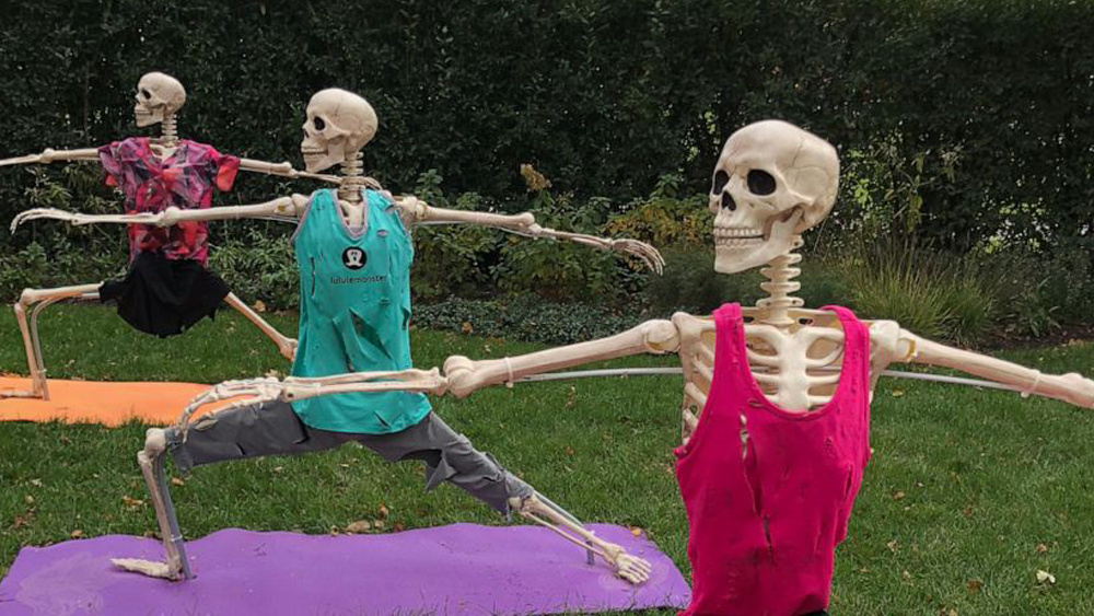 This house wins the internet with epic 'Dirty Dancing'-themed Halloween decorations
