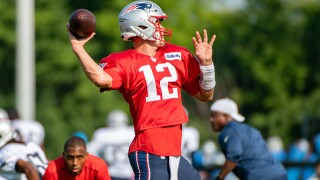 With new contract, Tom Brady still not looking too far ahead