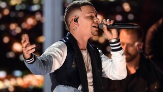 Kane Brown pays tribute to late drummer Kenny Dixon in CMT awards show speech