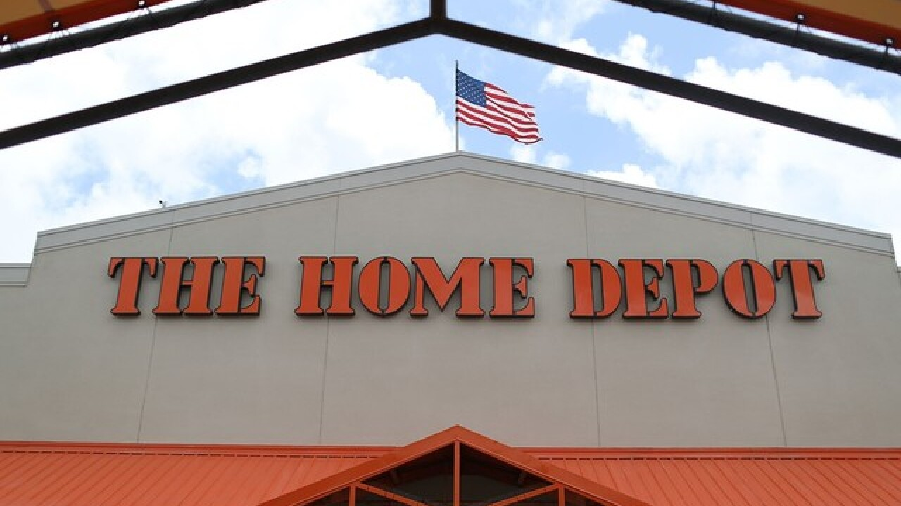 Home Depot workshop: Free Christmas tree ornament for kids