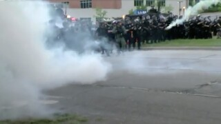 milwaukee police protest gas and smoke
