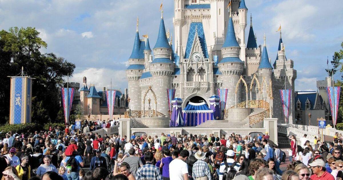 Disney World to extend hours Halloween weekend, Thanksgiving week