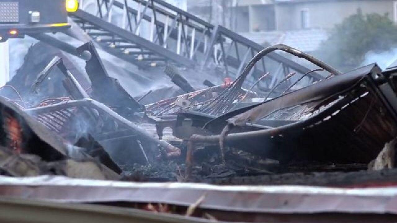 Guests rush out as blaze destroys La Mesa motel