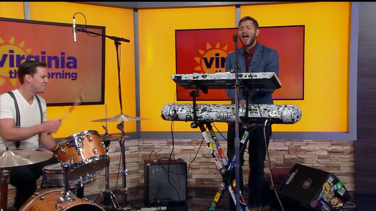 "Sid Kingsley and Jordan Stoll perform ""Moonshiner"" and ""SweetVirginia"""