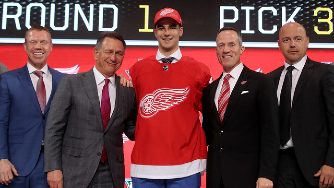Red Wings select center Joe Veleno in first round of NHL Draft