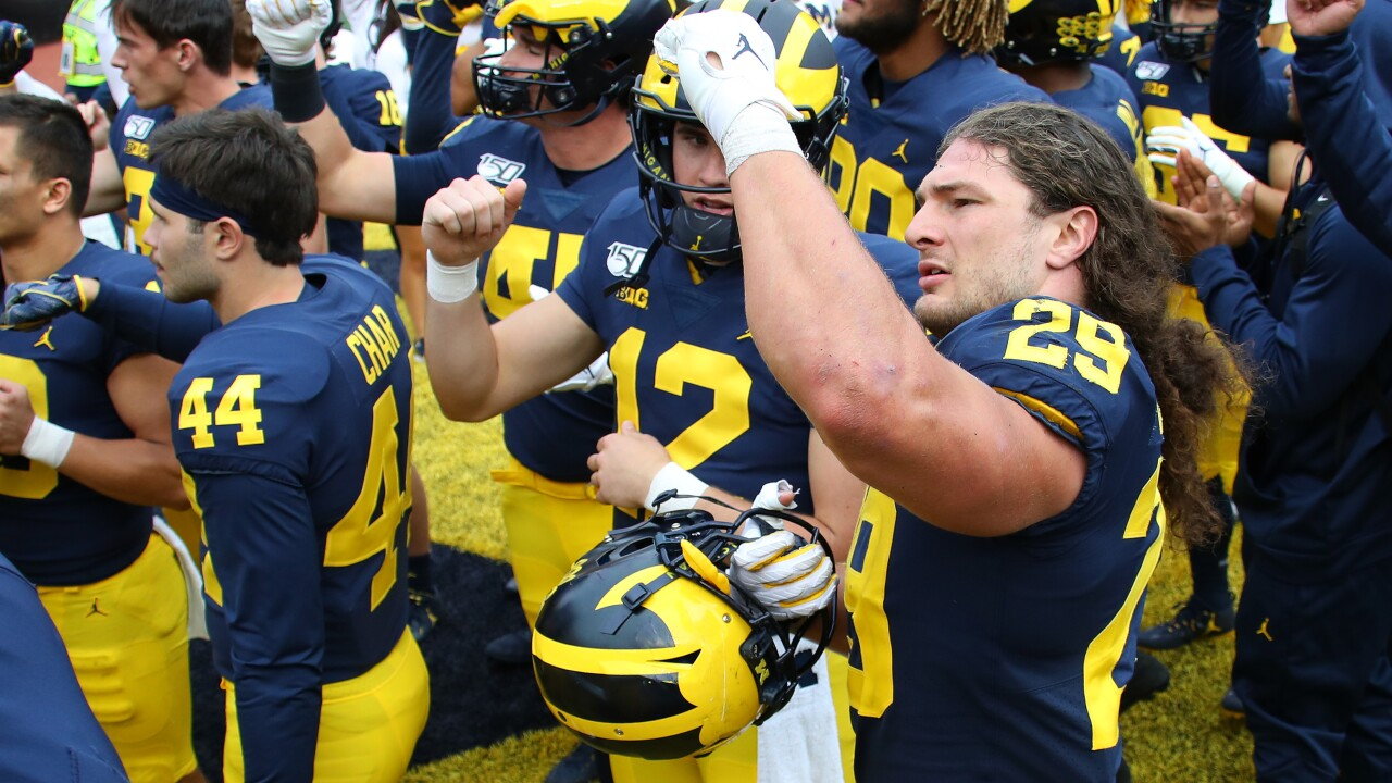 Michigan up to No. 16 in AP Top 25, Michigan State drops out
