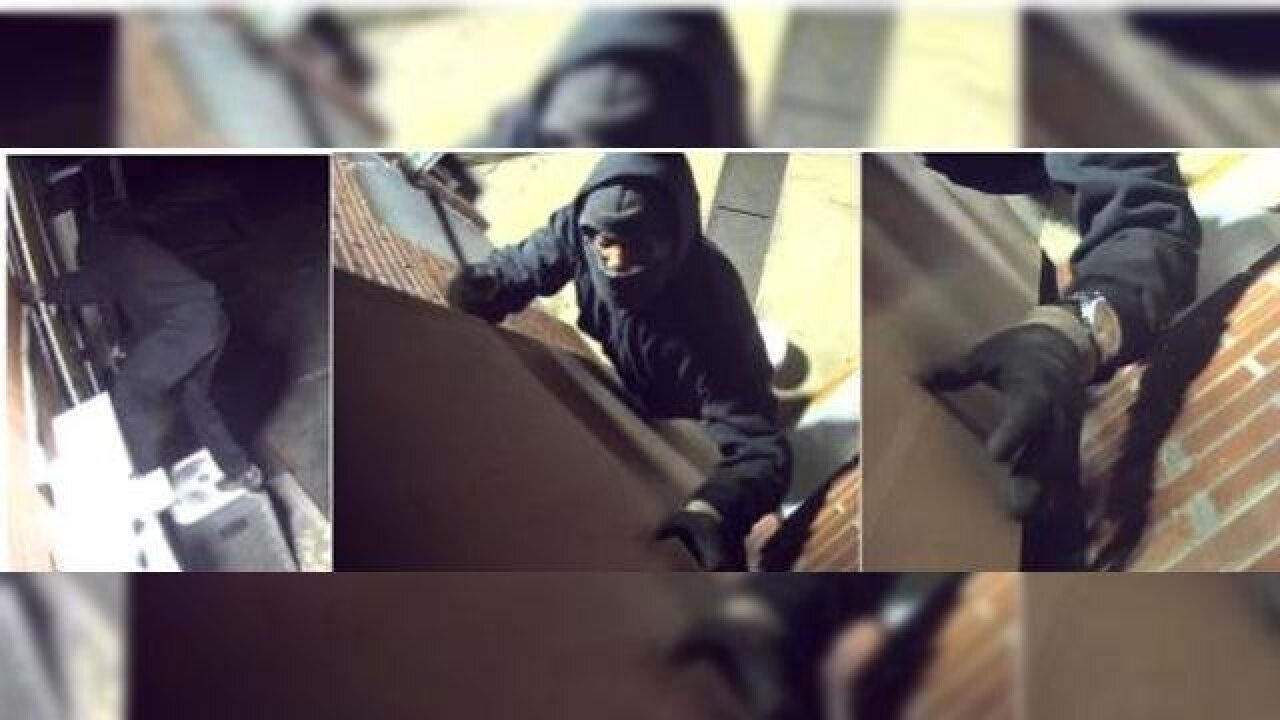 Alleged robber hits up Shell gas station for $2,000 worth of cigarettes