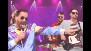 Kansas City music teacher creates hilarious music video to spread joy