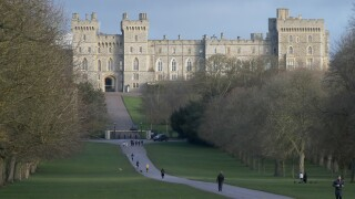 Queen Elizabeth moves to Windsor Castle amid coronavirus pandemic