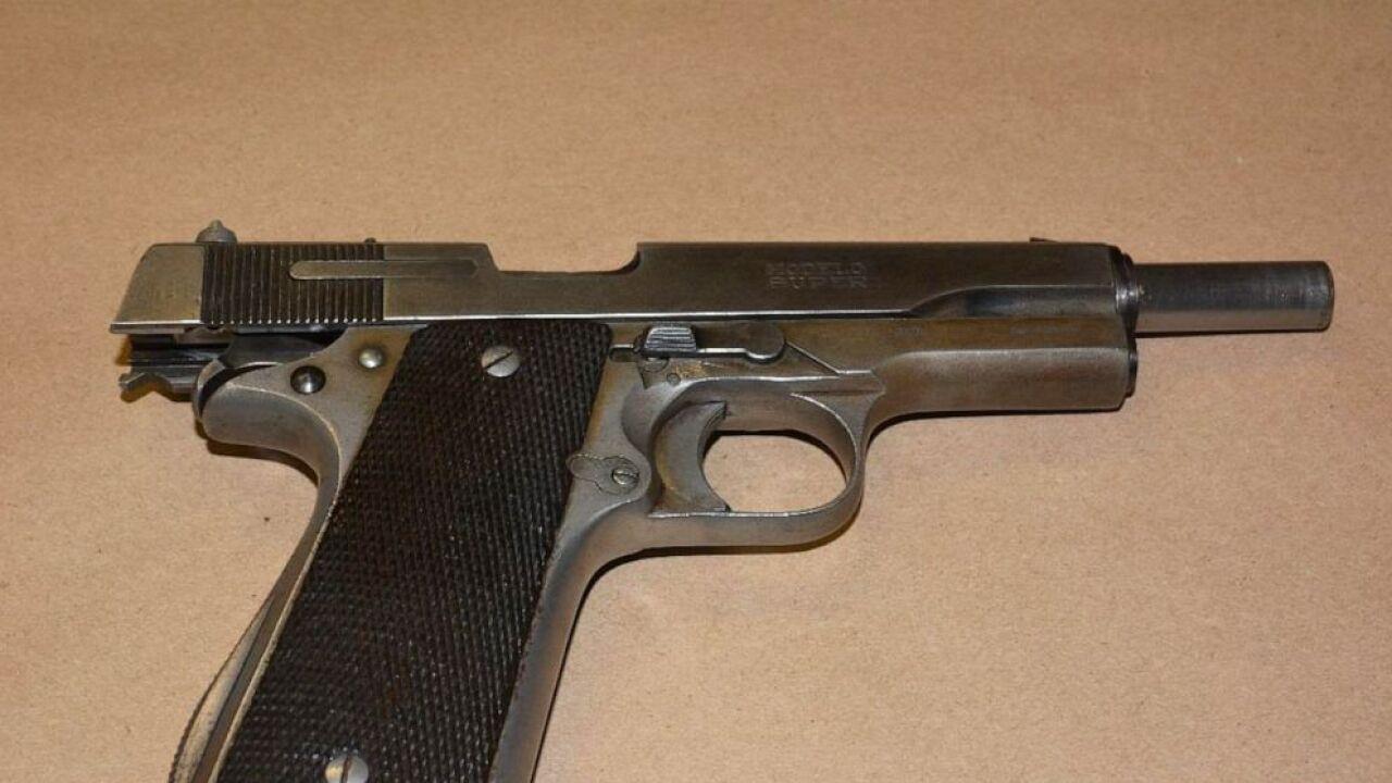 gun-2-ht-er-190828_hpEmbed_3x2_992.jpg