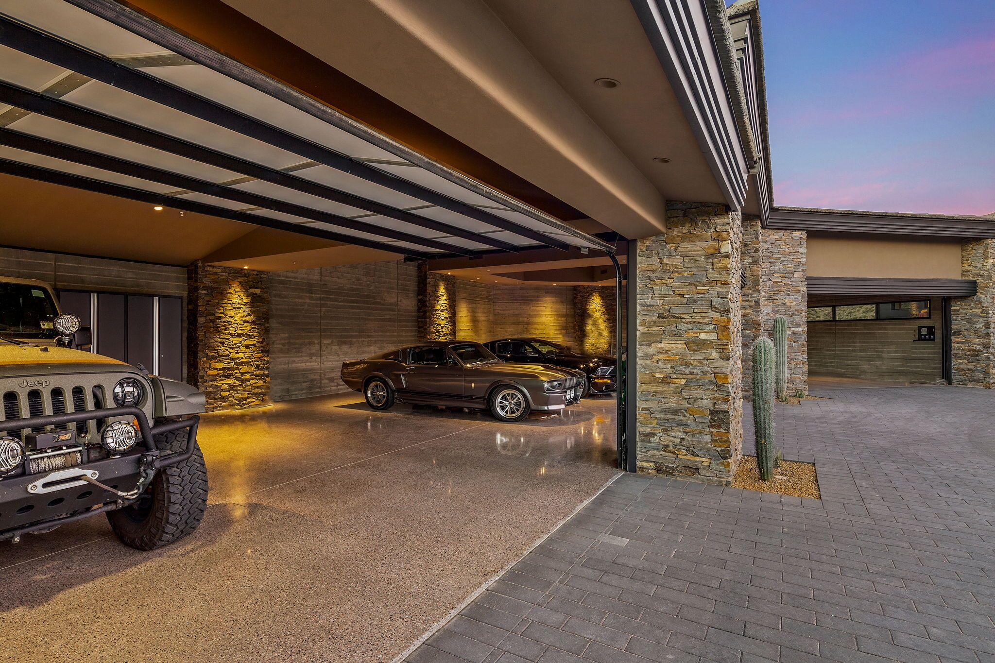 9300+E+Grapevine+Pass+Scottsdale-3-WebQuality-Four+Car+Garage.jpg