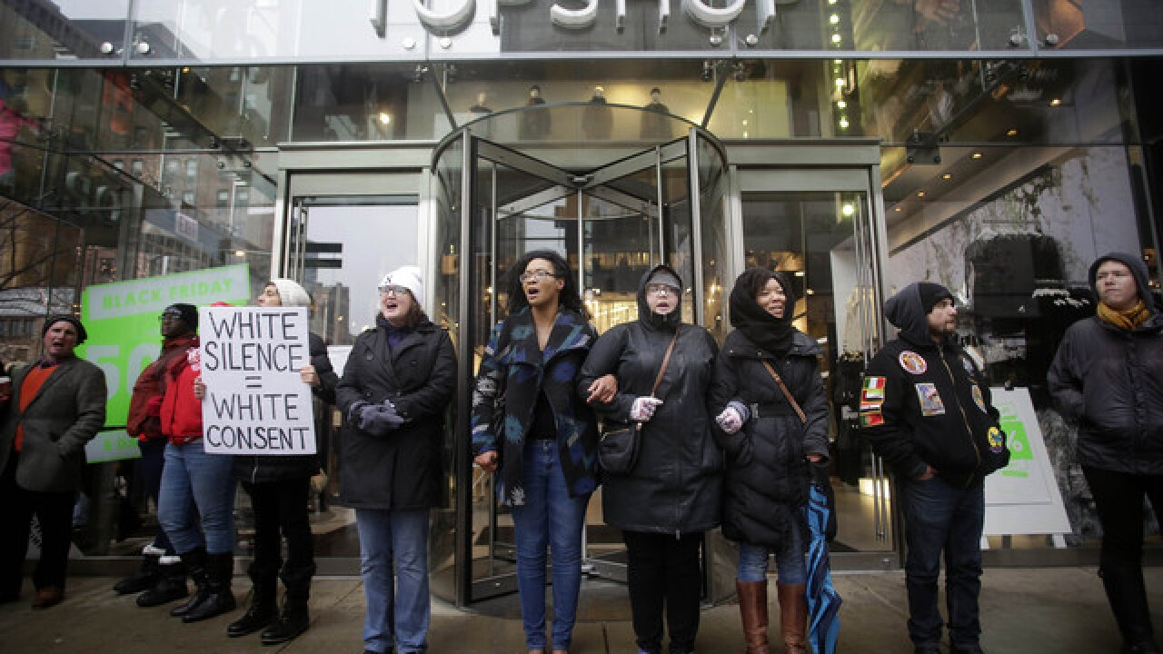 Chicago protesters disrupt Black Friday shopping