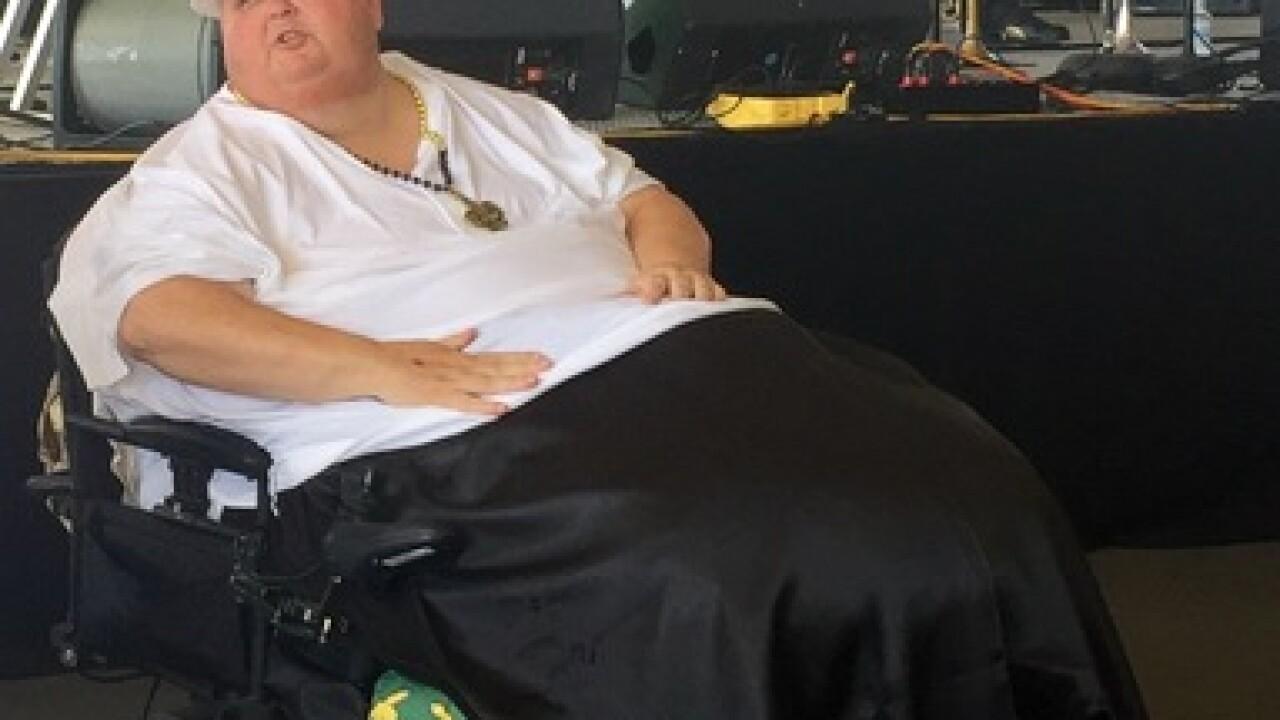 GRAPHIC: Man removes 130-pound benign growth